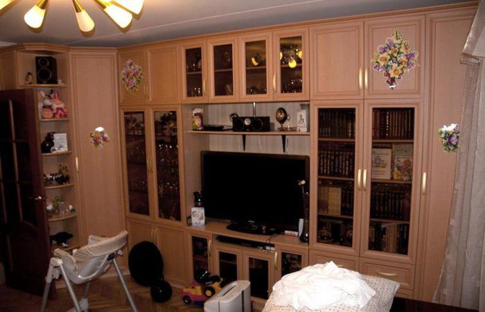 Мебель (стенка) на заказ в большую комнату